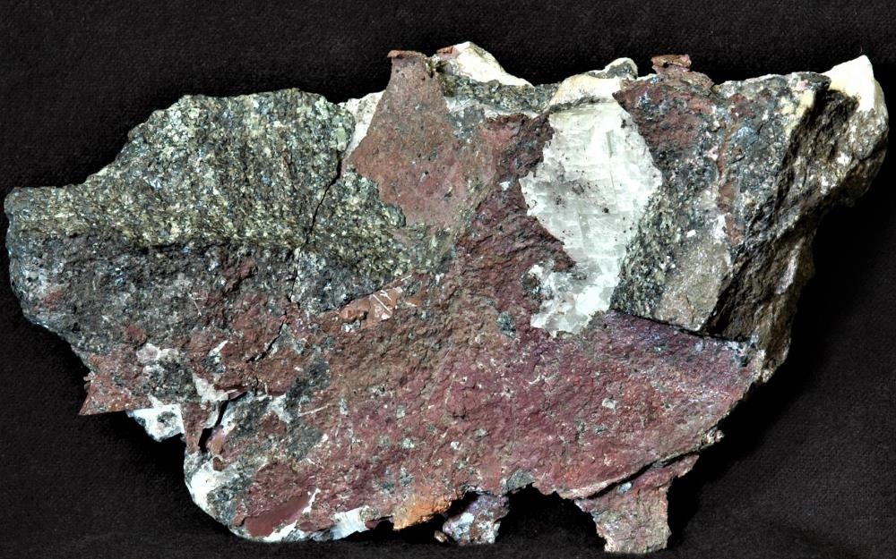 Copper, willemite, franklinite and minor calcite from Franklin, NJ.