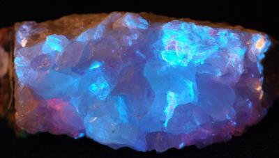 Datolite crystals, margarosanite and hancockite with minor roeblingite and clinohedrite from Franklin, NJ under shortwave UV Light