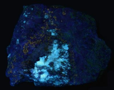 Diopside and phlogopite mica in franklin marble, Franklin NJ under shortwave UV Light