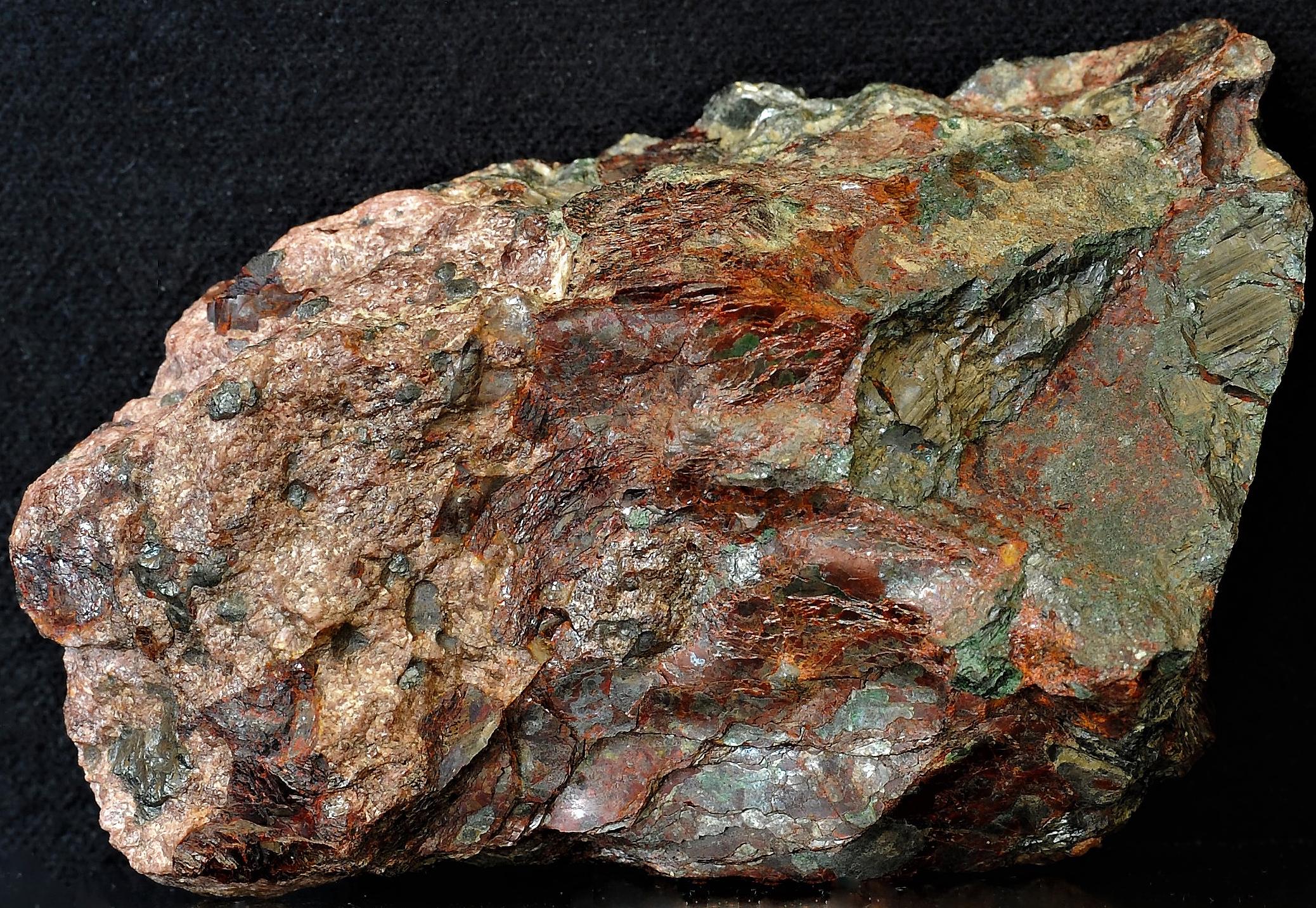 Manganosite, foliated zincite and sonolite from Franklin, NJ