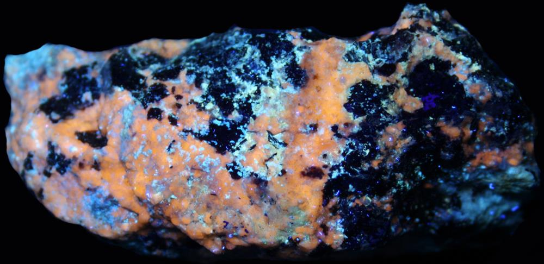 Pectolite, axinite, margarosanite, xonotlite, willemite, hendricksite, andradite garnet, franklinite under longwave UV Light