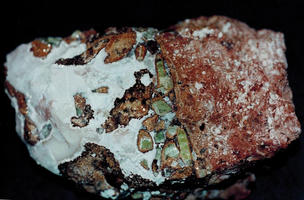 Roeblingite, clinohedrite, ganophyllite, willemite crystals and hancockite from Franklin, NJ