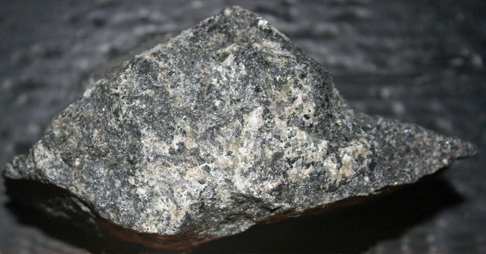 Scheelite and apatite in a pyroxene matrix from Franklin